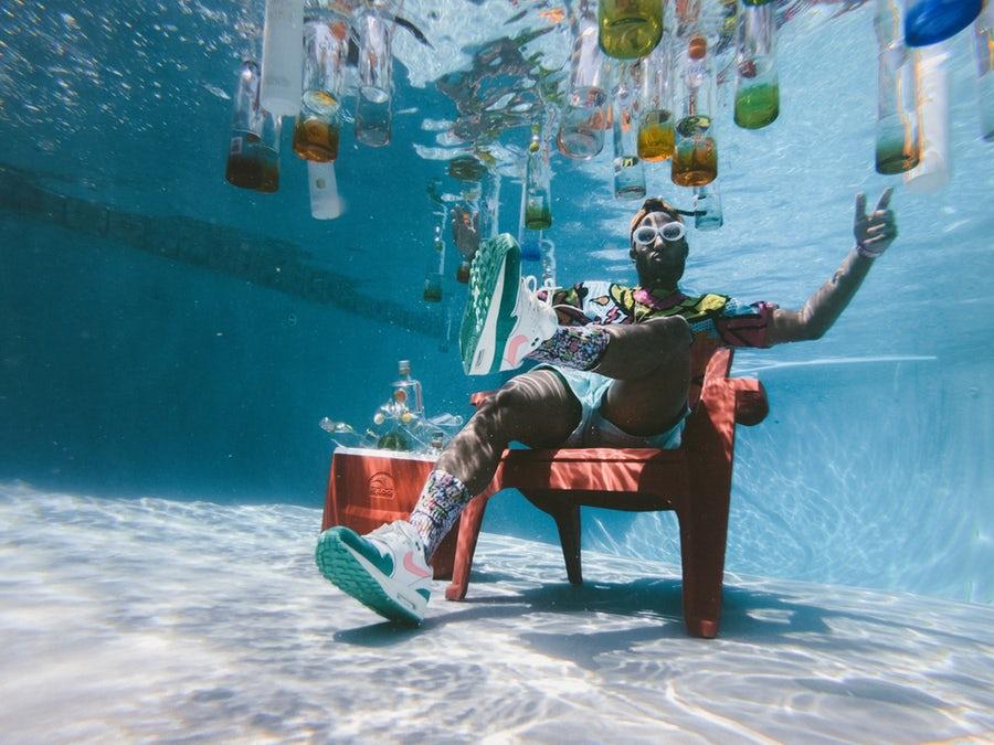 uomo sott acqua